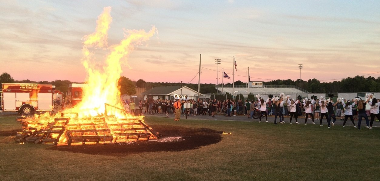 2016 homecoming bonfire